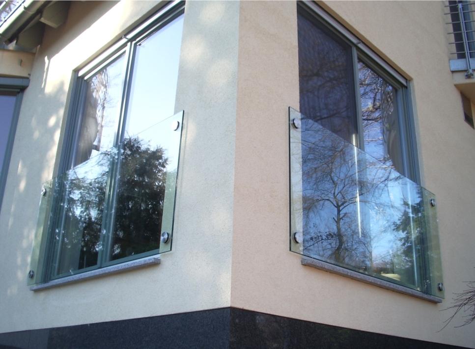 BADER Glastechnologie I Punktgehaltene Brüstungsverglasung